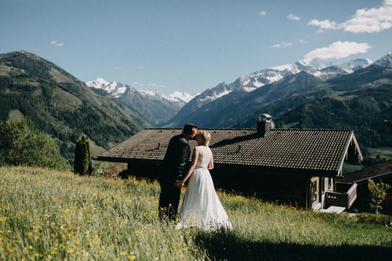 destination wedding brautpaar am tag der hochzeit in salzburg am taxhof beim großglockner fotografiert von hochzeitsfotograf bianca marie fotografie